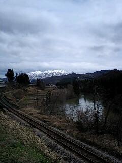 只見線と雪山